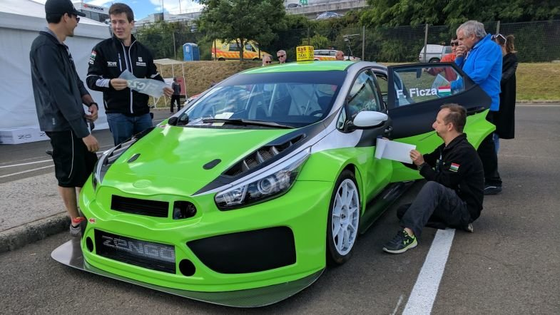 TCR  Новата Kia Cee d GT TCR за Ференц Фица пристигна на Хунгароринг токму пред вториот слободен тренинг