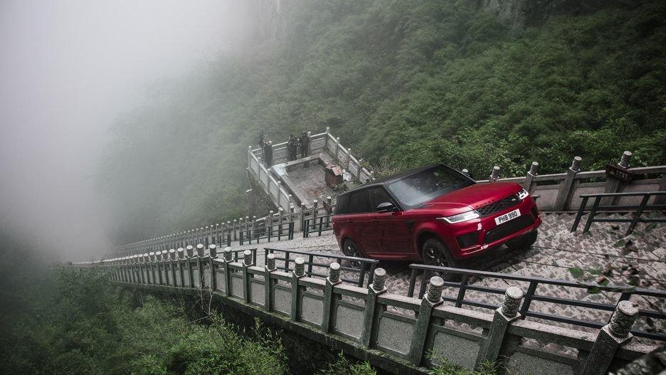 Историски подвиг  Land Rover искачи 999 скали под 45 степени на Кинескиот Ѕид