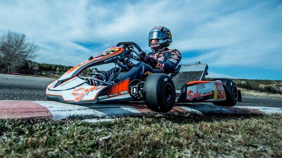 F1  Погледнете го Сајнц како дрифта картинг со неверојатна прецизност